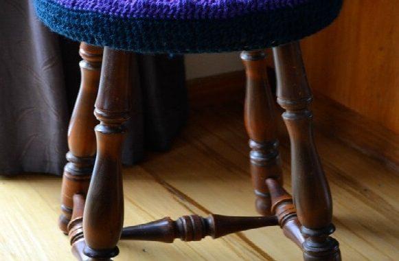 Housse de chaise au crochet aux couleurs vives